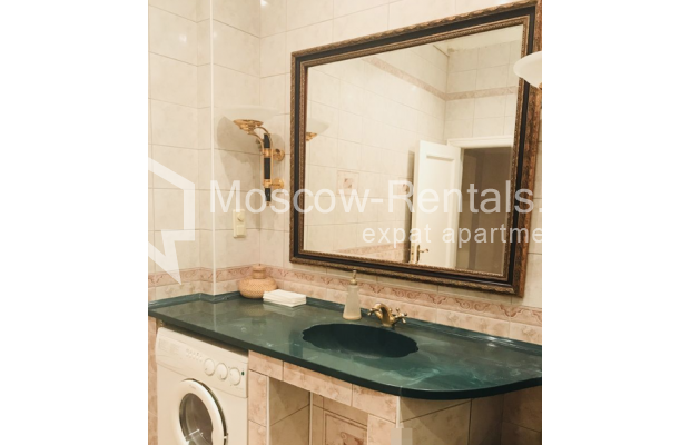 """Photo #16 3-room (2 BR) apartment for <a href=""""http://moscow-rentals.ru/en/articles/long-term-rent"""" target=""""_blank"""">a long-term</a> rent  in Russia, Moscow, Sadovaya-Kudrinskaya str, 8/12"""