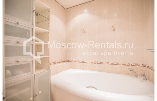 """Photo #11 2-room (1 BR) apartment for <a href=""""http://moscow-rentals.ru/en/articles/long-term-rent"""" target=""""_blank"""">a long-term</a> rent  in Russia, Moscow, Profsoyuznaya str, 104"""