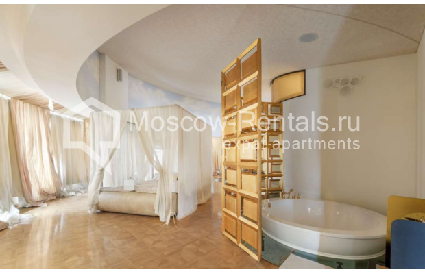 "Photo #15 7-room (6 BR) apartment <u>for a long-term rent</u> (<a href=""http://moscow-rentals.ru/en/articles/long-term-rent"" target=""_blank"">FAQ</a>)    in Russia, Moscow, Komsomolskyi prosp, 32"