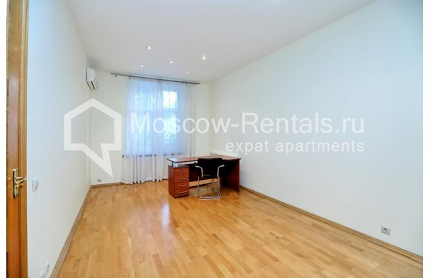 """Photo #7 3-room (2 BR) apartment for <a href=""""http://moscow-rentals.ru/en/articles/long-term-rent"""" target=""""_blank"""">a long-term</a> rent  in Russia, Moscow, Leontievskyi lane., 6С2"""