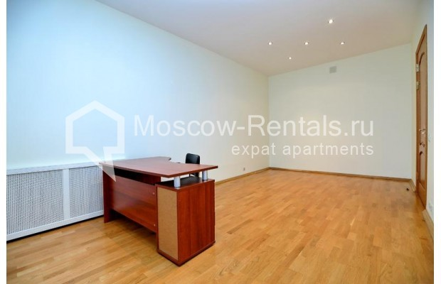 """Photo #6 3-room (2 BR) apartment for <a href=""""http://moscow-rentals.ru/en/articles/long-term-rent"""" target=""""_blank"""">a long-term</a> rent  in Russia, Moscow, Leontievskyi lane., 6С2"""