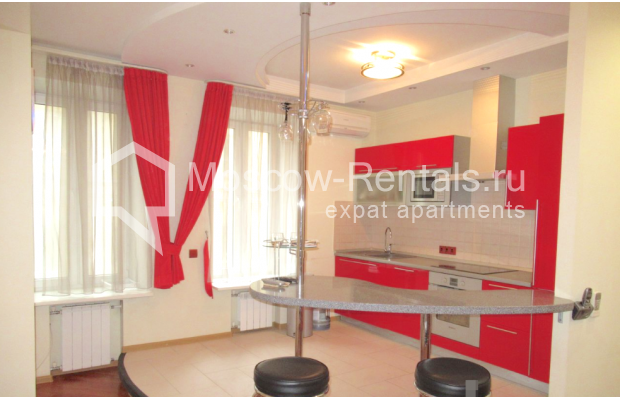 "Photo #2 3-room (2 BR) apartment for <a href=""http://moscow-rentals.ru/en/articles/long-term-rent"" target=""_blank"">a long-term</a> rent  in Russia, Moscow, Petrovskyi blv., 15С1"