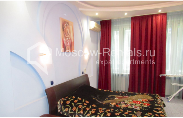 "Photo #4 3-room (2 BR) apartment for <a href=""http://moscow-rentals.ru/en/articles/long-term-rent"" target=""_blank"">a long-term</a> rent  in Russia, Moscow, Petrovskyi blv., 15С1"