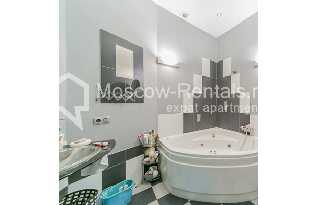"Photo #12 4-room (3 BR) apartment <u>for a long-term rent</u> (<a href=""http://moscow-rentals.ru/en/articles/long-term-rent"" target=""_blank"">FAQ</a>)    in Russia, Moscow, Znamenka str, 15"