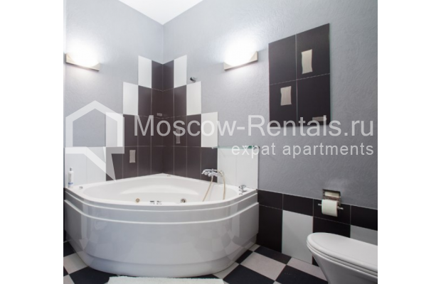 "Photo #13 4-room (3 BR) apartment <u>for a long-term rent</u> (<a href=""http://moscow-rentals.ru/en/articles/long-term-rent"" target=""_blank"">FAQ</a>)    in Russia, Moscow, Znamenka str, 15"