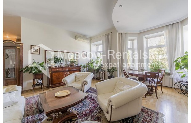 "Photo #1 4-room (3 BR) apartment <u>for a long-term rent</u> (<a href=""http://moscow-rentals.ru/en/articles/long-term-rent"" target=""_blank"">FAQ</a>)    in Russia, Moscow, Znamenka str, 15"