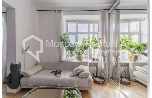 "Photo #7 4-room (3 BR) apartment <u>for a long-term rent</u> (<a href=""http://moscow-rentals.ru/en/articles/long-term-rent"" target=""_blank"">FAQ</a>)    in Russia, Moscow, Znamenka str, 15"