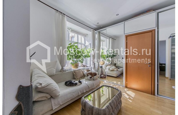 "Photo #6 4-room (3 BR) apartment <u>for a long-term rent</u> (<a href=""http://moscow-rentals.ru/en/articles/long-term-rent"" target=""_blank"">FAQ</a>)    in Russia, Moscow, Znamenka str, 15"