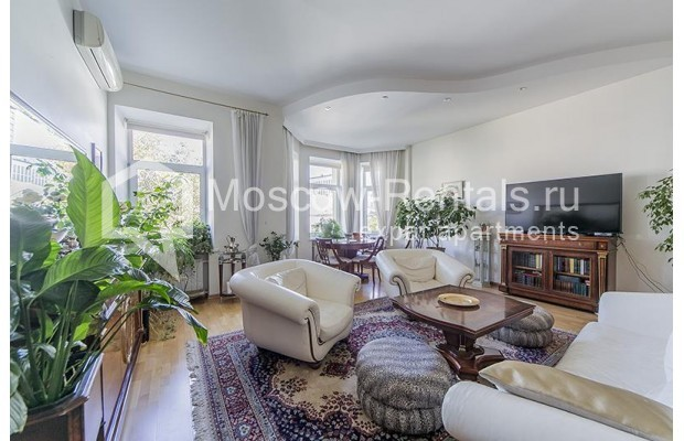 "Photo #3 4-room (3 BR) apartment <u>for a long-term rent</u> (<a href=""http://moscow-rentals.ru/en/articles/long-term-rent"" target=""_blank"">FAQ</a>)    in Russia, Moscow, Znamenka str, 15"
