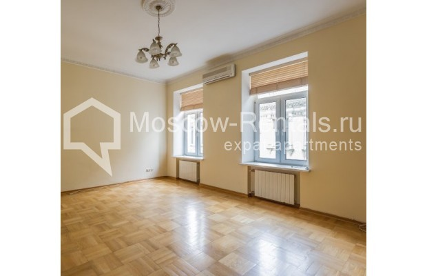 "Photo #5 5-room (4 BR) apartment <u>for a long-term rent</u> (<a href=""http://moscow-rentals.ru/en/articles/long-term-rent"" target=""_blank"">FAQ</a>)    in Russia, Moscow, Tverskaya str., 6С6"