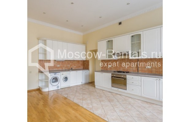 "Photo #1 5-room (4 BR) apartment <u>for a long-term rent</u> (<a href=""http://moscow-rentals.ru/en/articles/long-term-rent"" target=""_blank"">FAQ</a>)    in Russia, Moscow, Tverskaya str., 6С6"