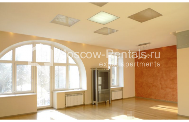 "Photo #2 6-room (5 BR) apartment <u>for a long-term rent</u> (<a href=""http://moscow-rentals.ru/en/articles/long-term-rent"" target=""_blank"">FAQ</a>)    in Russia, Moscow, Kamennaya Sloboda lane, 8/1"