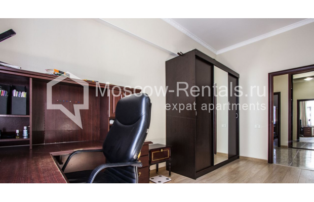 """Photo #19 4-room (3 BR) apartment for <a href=""""http://moscow-rentals.ru/en/articles/long-term-rent"""" target=""""_blank"""">a long-term</a> rent  in Russia, Moscow, Gasheka str, 9"""