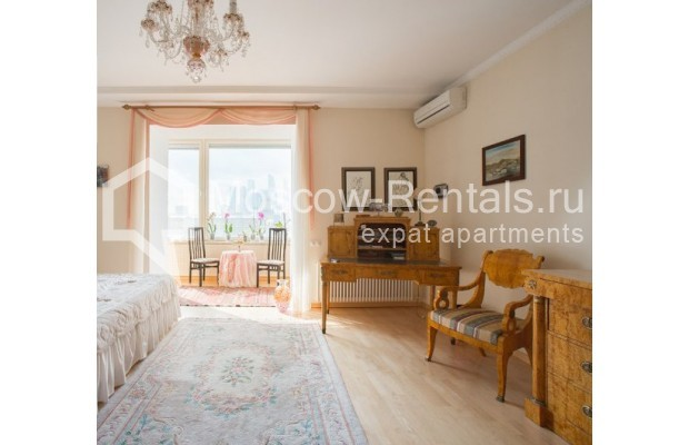 "Photo #4 5-room (4 BR) apartment <u>for a long-term rent</u> (<a href=""http://moscow-rentals.ru/en/articles/long-term-rent"" target=""_blank"">FAQ</a>)    in Russia, Moscow, Savvinskaya emb., 7С3"