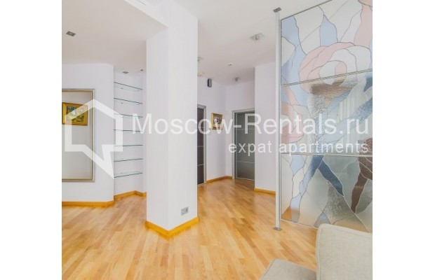 "Photo #4 3-room (2 BR) apartment <u>for a long-term rent</u> (<a href=""http://moscow-rentals.ru/en/articles/long-term-rent"" target=""_blank"">FAQ</a>)    in Russia, Moscow, Komsomolskyi pr, 32"