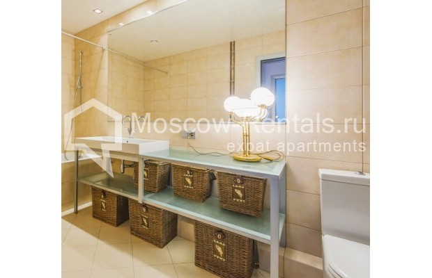 "Photo #11 3-room (2 BR) apartment <u>for a long-term rent</u> (<a href=""http://moscow-rentals.ru/en/articles/long-term-rent"" target=""_blank"">FAQ</a>)    in Russia, Moscow, Komsomolskyi pr, 32"