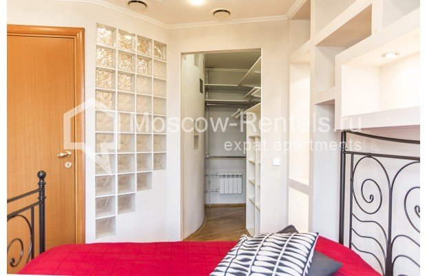Photo #3 4-room (3 BR) apartment <u>for sale</u> in Russia, Moscow, Sergeya Makeeva str, 1