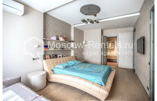 """Photo #14 4-room (3 BR) apartment for <a href=""""http://moscow-rentals.ru/en/articles/long-term-rent"""" target=""""_blank"""">a long-term</a> rent  in Russia, Moscow, Lomonoskovskyi prosp, 25 к 5"""
