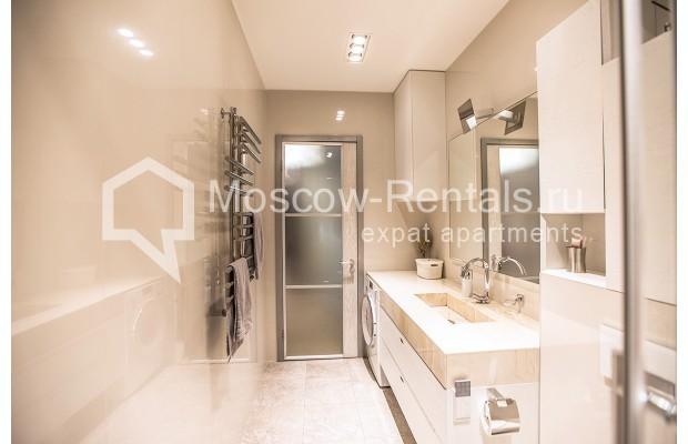 """Photo #10 4-room (3 BR) apartment for <a href=""""http://moscow-rentals.ru/en/articles/long-term-rent"""" target=""""_blank"""">a long-term</a> rent  in Russia, Moscow, Lomonoskovskyi prosp, 25 к 5"""