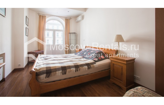 "Photo #4 3-room (2 BR) apartment <u>for a long-term rent</u> (<a href=""http://moscow-rentals.ru/en/articles/long-term-rent"" target=""_blank"">FAQ</a>)    in Russia, Moscow, Tverskaya str, 27С1"