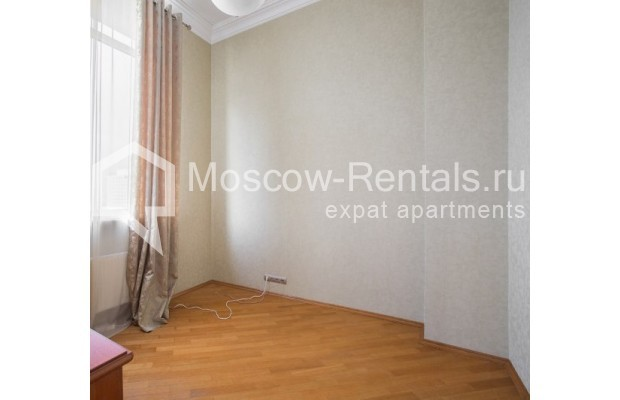 "Photo #7 4-room (3 BR) apartment <u>for a long-term rent</u> (<a href=""http://moscow-rentals.ru/en/articles/long-term-rent"" target=""_blank"">FAQ</a>)    in Russia, Moscow, Shabolovka str, 10к1"