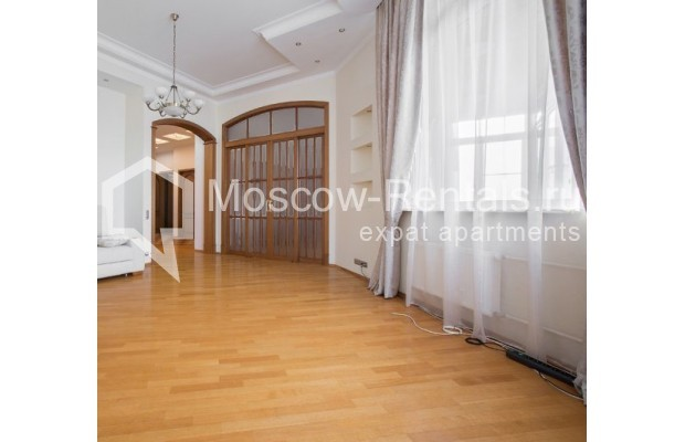 "Photo #4 4-room (3 BR) apartment <u>for a long-term rent</u> (<a href=""http://moscow-rentals.ru/en/articles/long-term-rent"" target=""_blank"">FAQ</a>)    in Russia, Moscow, Shabolovka str, 10к1"