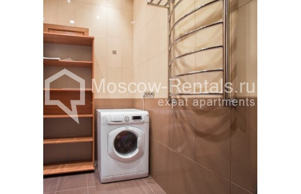 "Photo #9 4-room (3 BR) apartment <u>for a long-term rent</u> (<a href=""http://moscow-rentals.ru/en/articles/long-term-rent"" target=""_blank"">FAQ</a>)    in Russia, Moscow, Shabolovka str, 10к1"