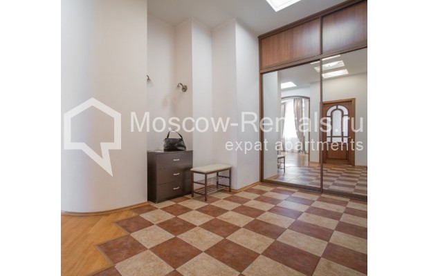"Photo #8 4-room (3 BR) apartment <u>for a long-term rent</u> (<a href=""http://moscow-rentals.ru/en/articles/long-term-rent"" target=""_blank"">FAQ</a>)    in Russia, Moscow, Shabolovka str, 10к1"
