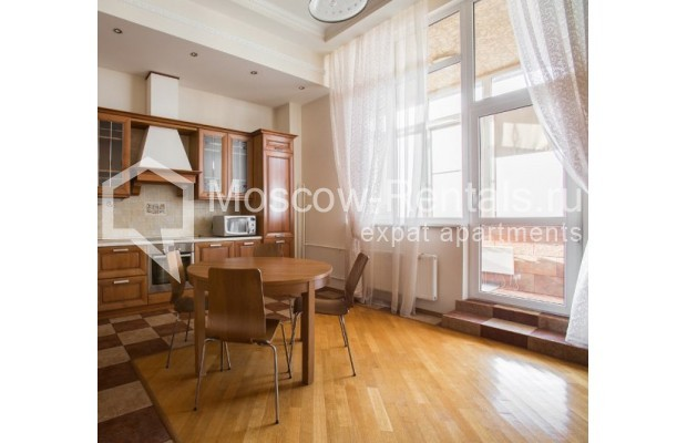 "Photo #1 4-room (3 BR) apartment <u>for a long-term rent</u> (<a href=""http://moscow-rentals.ru/en/articles/long-term-rent"" target=""_blank"">FAQ</a>)    in Russia, Moscow, Shabolovka str, 10к1"