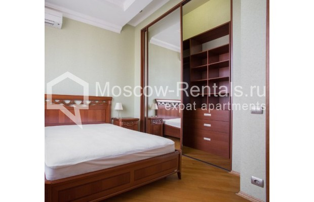"Photo #5 4-room (3 BR) apartment <u>for a long-term rent</u> (<a href=""http://moscow-rentals.ru/en/articles/long-term-rent"" target=""_blank"">FAQ</a>)    in Russia, Moscow, Shabolovka str, 10к1"