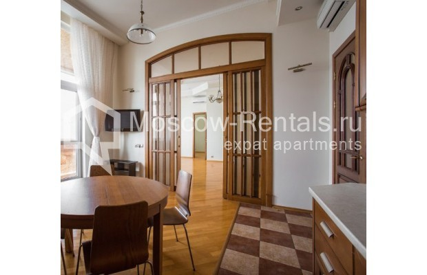 "Photo #2 4-room (3 BR) apartment <u>for a long-term rent</u> (<a href=""http://moscow-rentals.ru/en/articles/long-term-rent"" target=""_blank"">FAQ</a>)    in Russia, Moscow, Shabolovka str, 10к1"