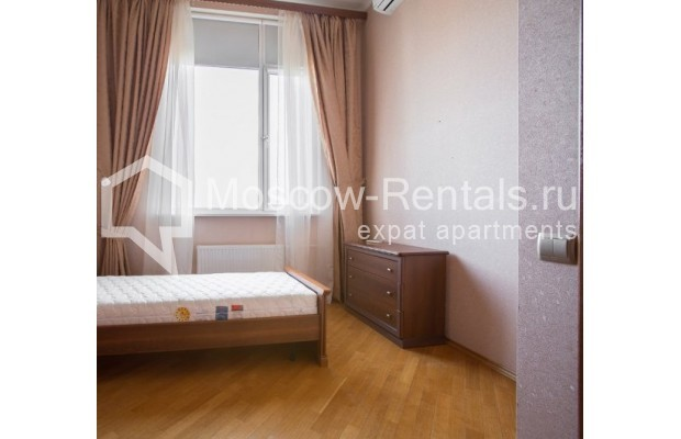 "Photo #6 4-room (3 BR) apartment <u>for a long-term rent</u> (<a href=""http://moscow-rentals.ru/en/articles/long-term-rent"" target=""_blank"">FAQ</a>)    in Russia, Moscow, Shabolovka str, 10к1"