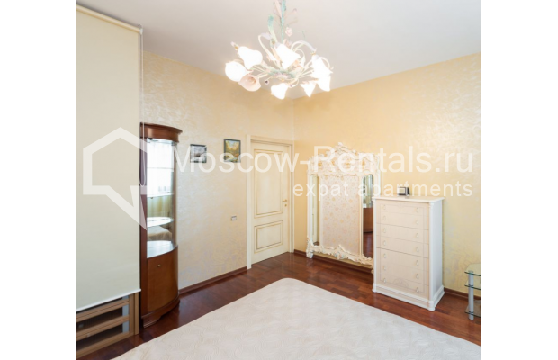 "Photo #13 3-room (2 BR) apartment <u>for a long-term rent</u> (<a href=""http://moscow-rentals.ru/en/articles/long-term-rent"" target=""_blank"">FAQ</a>)    in Russia, Moscow, Bolshoi Tolmachevskyi lane, 4С1"