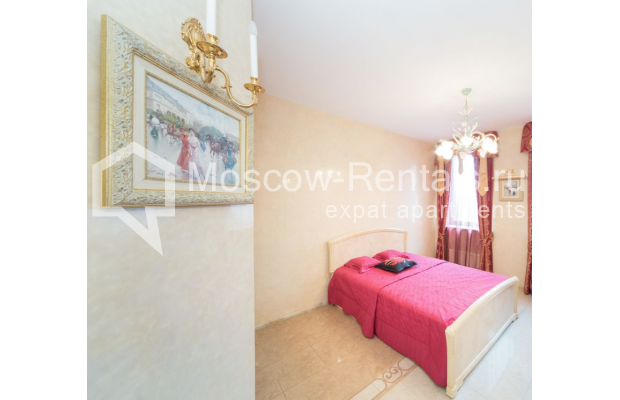 "Photo #14 3-room (2 BR) apartment <u>for a long-term rent</u> (<a href=""http://moscow-rentals.ru/en/articles/long-term-rent"" target=""_blank"">FAQ</a>)    in Russia, Moscow, Bolshoi Tolmachevskyi lane, 4С1"