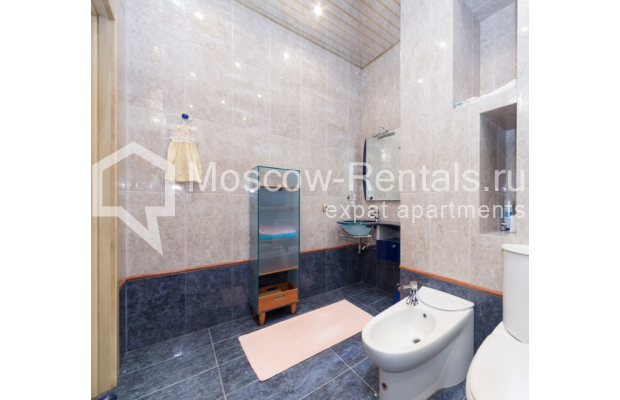 "Photo #18 3-room (2 BR) apartment <u>for a long-term rent</u> (<a href=""http://moscow-rentals.ru/en/articles/long-term-rent"" target=""_blank"">FAQ</a>)    in Russia, Moscow, Bolshoi Tolmachevskyi lane, 4С1"
