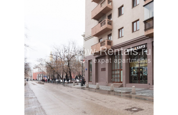 "Photo #21 3-room (2 BR) apartment <u>for a long-term rent</u> (<a href=""http://moscow-rentals.ru/en/articles/long-term-rent"" target=""_blank"">FAQ</a>)    in Russia, Moscow, Bolshoi Tolmachevskyi lane, 4С1"