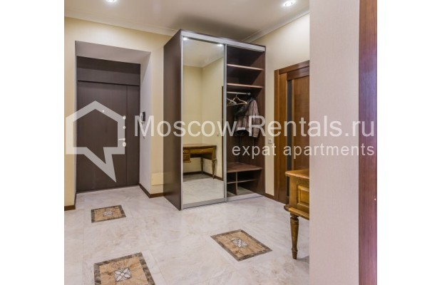 "Photo #1 4-room (3 BR) apartment <u>for a long-term rent</u> (<a href=""http://moscow-rentals.ru/en/articles/long-term-rent"" target=""_blank"">FAQ</a>)    in Russia, Moscow, Ovchinnkovskyi lane, 10"