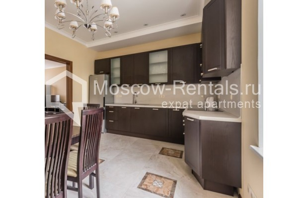 "Photo #5 4-room (3 BR) apartment <u>for a long-term rent</u> (<a href=""http://moscow-rentals.ru/en/articles/long-term-rent"" target=""_blank"">FAQ</a>)    in Russia, Moscow, Ovchinnkovskyi lane, 10"