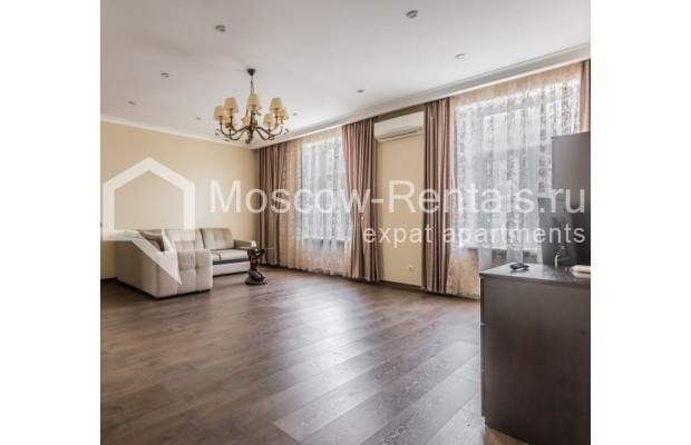 "Photo #4 4-room (3 BR) apartment <u>for a long-term rent</u> (<a href=""http://moscow-rentals.ru/en/articles/long-term-rent"" target=""_blank"">FAQ</a>)    in Russia, Moscow, Ovchinnkovskyi lane, 10"