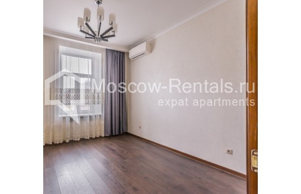 "Photo #9 4-room (3 BR) apartment <u>for a long-term rent</u> (<a href=""http://moscow-rentals.ru/en/articles/long-term-rent"" target=""_blank"">FAQ</a>)    in Russia, Moscow, Ovchinnkovskyi lane, 10"
