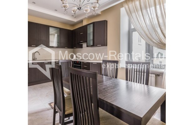 "Photo #6 4-room (3 BR) apartment <u>for a long-term rent</u> (<a href=""http://moscow-rentals.ru/en/articles/long-term-rent"" target=""_blank"">FAQ</a>)    in Russia, Moscow, Ovchinnkovskyi lane, 10"