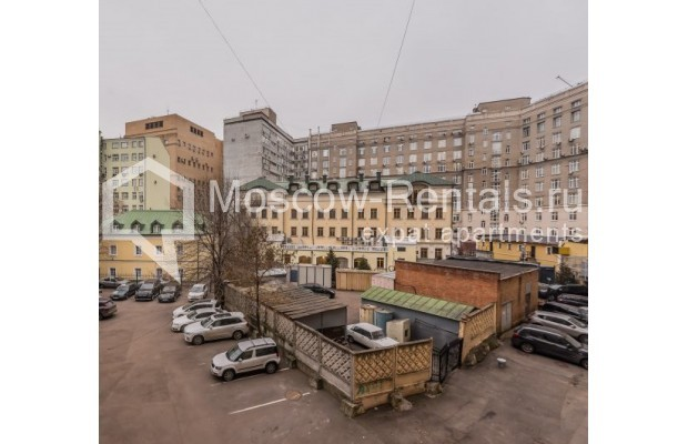 "Photo #15 4-room (3 BR) apartment <u>for a long-term rent</u> (<a href=""http://moscow-rentals.ru/en/articles/long-term-rent"" target=""_blank"">FAQ</a>)    in Russia, Moscow, Ovchinnkovskyi lane, 10"