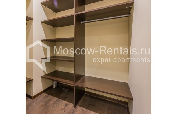 "Photo #12 4-room (3 BR) apartment <u>for a long-term rent</u> (<a href=""http://moscow-rentals.ru/en/articles/long-term-rent"" target=""_blank"">FAQ</a>)    in Russia, Moscow, Ovchinnkovskyi lane, 10"