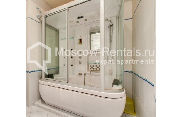 "Photo #10 3-room (2 BR) apartment <u>for a long-term rent</u> (<a href=""http://moscow-rentals.ru/en/articles/long-term-rent"" target=""_blank"">FAQ</a>)    in Russia, Moscow, Shabolovka str, 23 к 3"