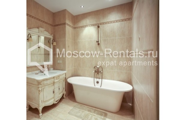 """Photo #13 3-room (2 BR) apartment <u>for a long-term rent</u> (<a href=""""http://moscow-rentals.ru/en/articles/long-term-rent"""" target=""""_blank"""">FAQ</a>)    in Russia, Moscow, Klimentovskyi lane, 2"""