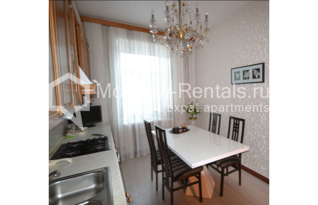 "Photo #10 3-room (2 BR) apartment for <a href=""http://moscow-rentals.ru/en/articles/long-term-rent"" target=""_blank"">a long-term</a> rent  in Russia, Moscow, Sytinskyi lane, 7/14"