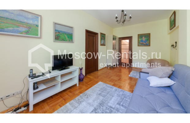 "Photo #1 3-room (2 BR) apartment for <a href=""http://moscow-rentals.ru/en/articles/long-term-rent"" target=""_blank"">a long-term</a> rent  in Russia, Moscow, Trekhprudnyi lane, 6"
