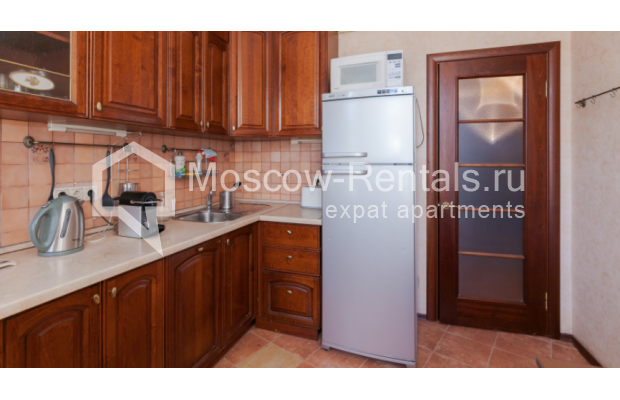 "Photo #4 3-room (2 BR) apartment for <a href=""http://moscow-rentals.ru/en/articles/long-term-rent"" target=""_blank"">a long-term</a> rent  in Russia, Moscow, Trekhprudnyi lane, 6"