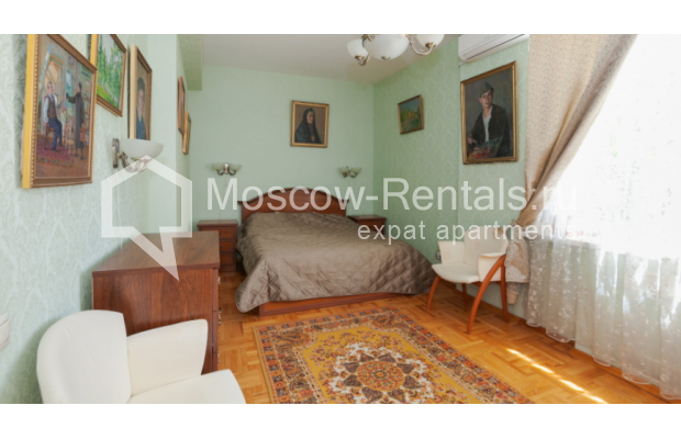 "Photo #5 3-room (2 BR) apartment for <a href=""http://moscow-rentals.ru/en/articles/long-term-rent"" target=""_blank"">a long-term</a> rent  in Russia, Moscow, Trekhprudnyi lane, 6"