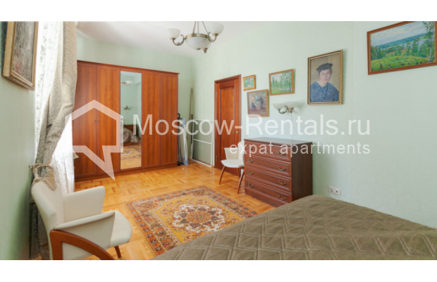"Photo #6 3-room (2 BR) apartment for <a href=""http://moscow-rentals.ru/en/articles/long-term-rent"" target=""_blank"">a long-term</a> rent  in Russia, Moscow, Trekhprudnyi lane, 6"